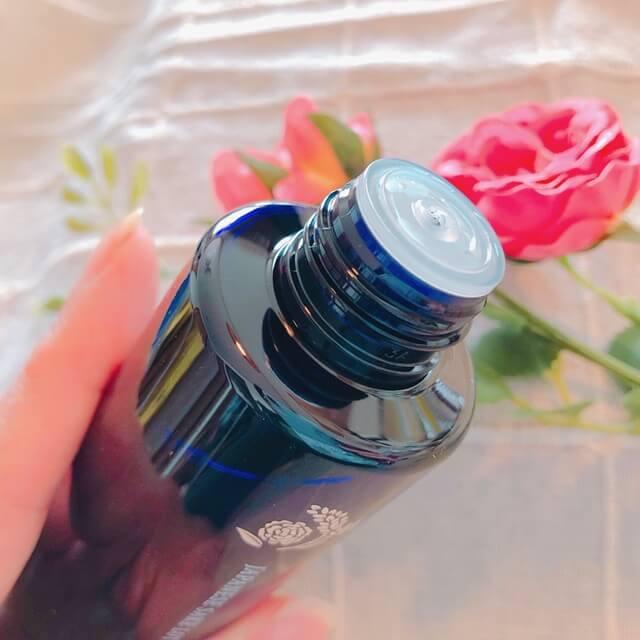 ほまれプレミアム化粧水ふたを開けた写真