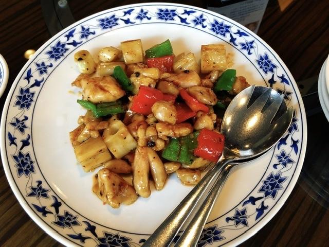 重慶飯店「鶏肉と蓮根炒め」の写真