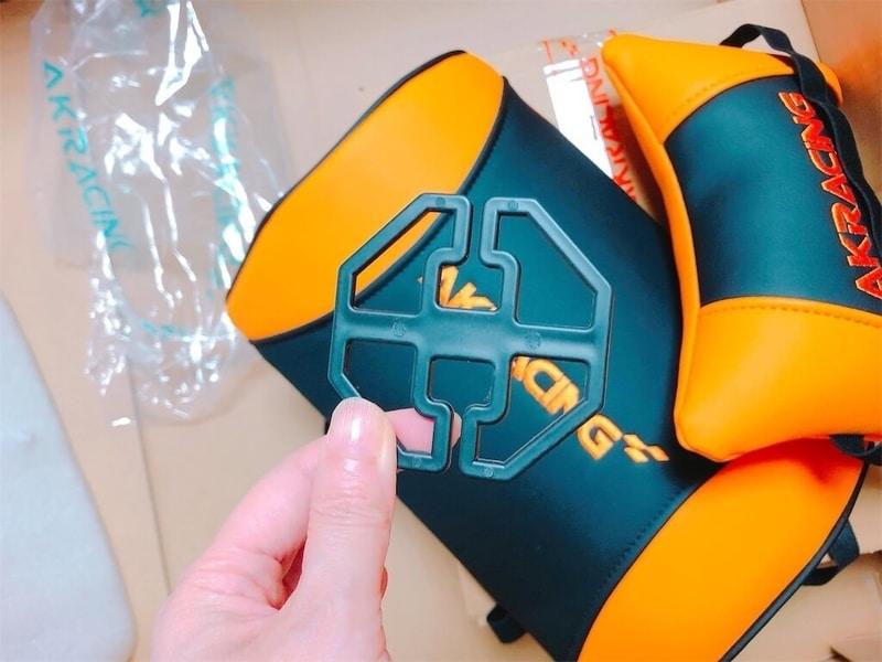 AKレーシングゲーミングチェア腰と首用のクッション写真