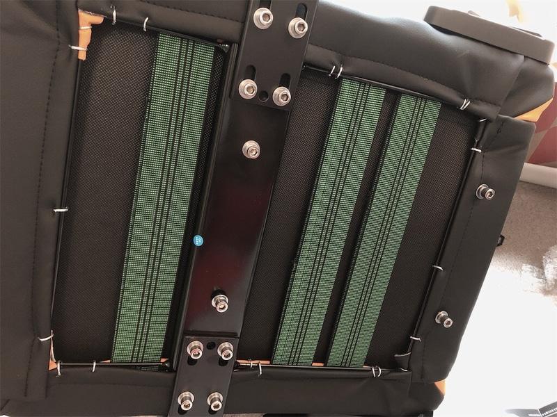 AKレーシングゲーミングチェア座面の裏側写真