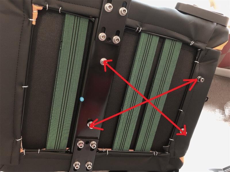 AKレーシングゲーミングチェア座面裏側、固定台取り付け部分の写真